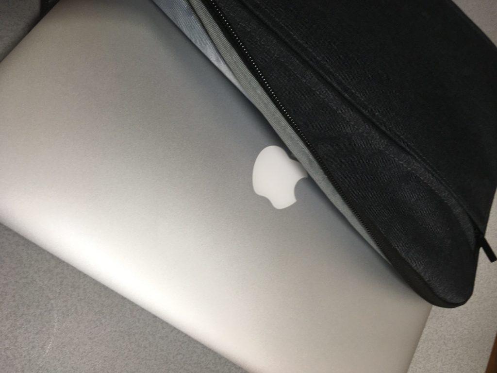 macbookとダイソーPCケース